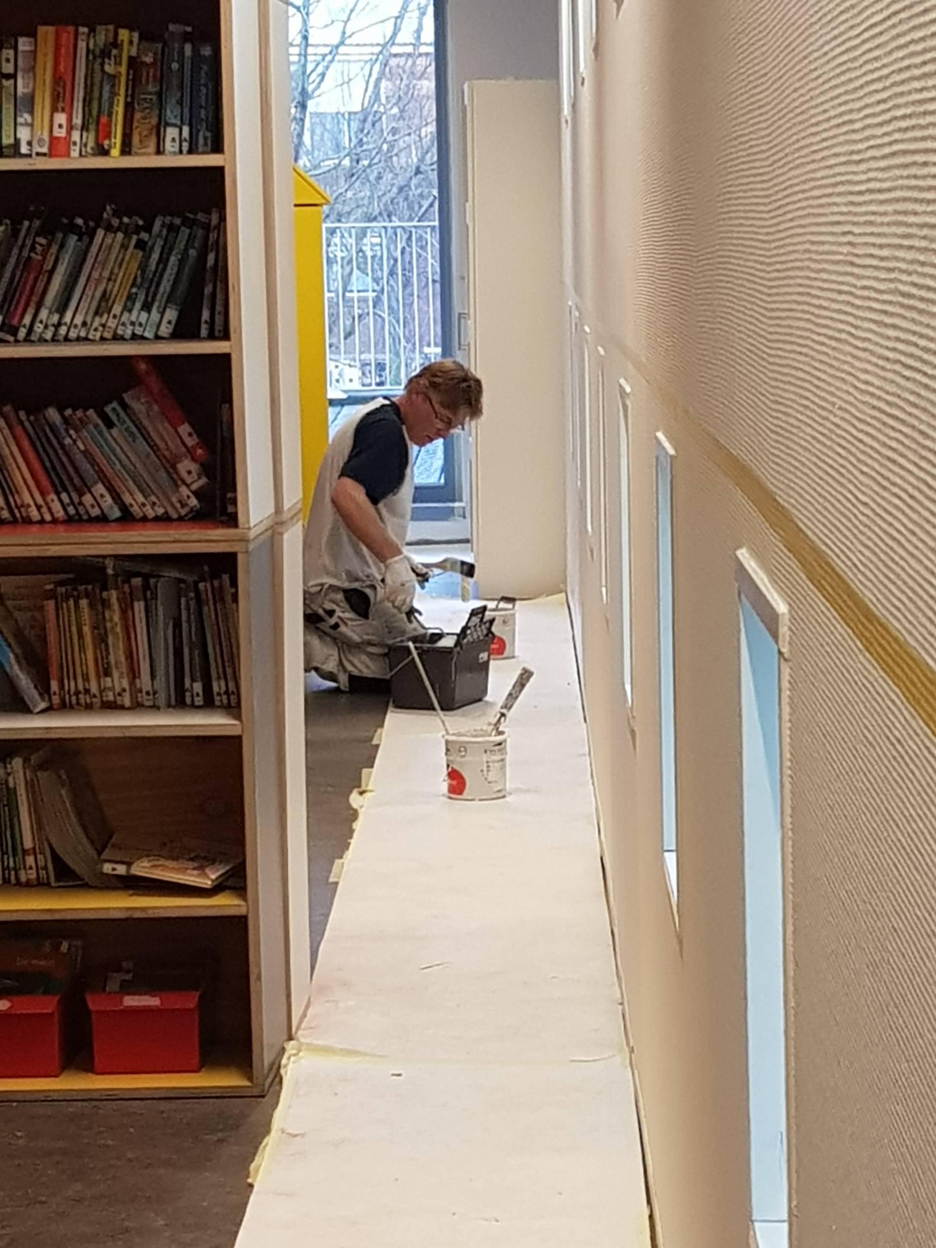 School schilderwerk wanden bibliotheek werknemer Weening