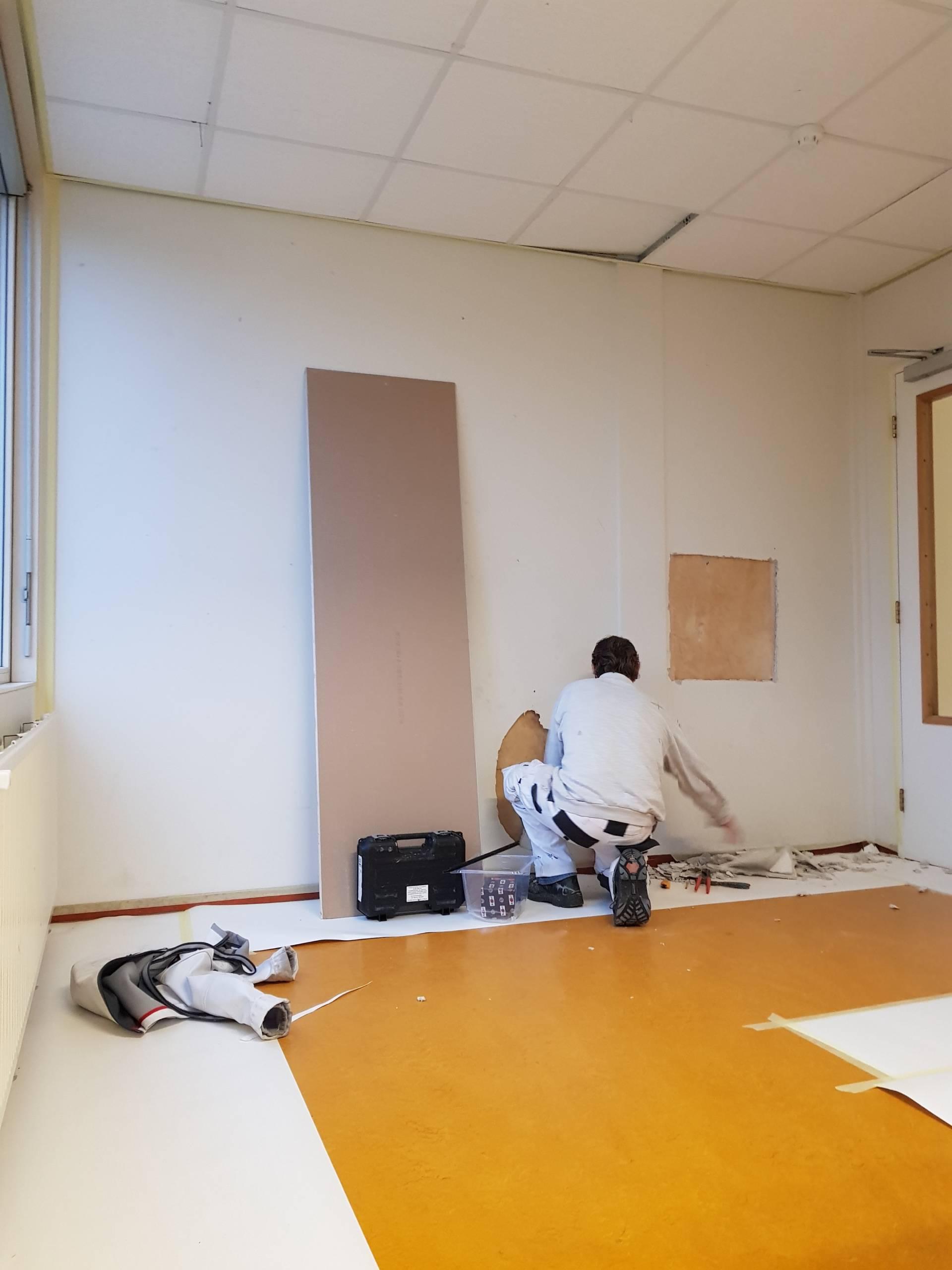 School Onderhoud & schilderwerk wanden voorbereiding